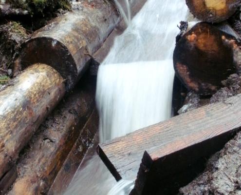 Entwässerung mit Rundholzkanälen