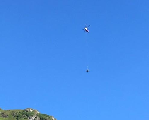Baggertransport mit Helikopter